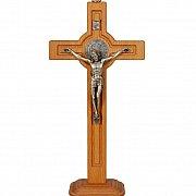 Krzyż drewniany z podstawą ze św. Benedyktem