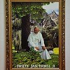 Obraz Jan Paweł II W górach 50x70 cm ozdobna rama