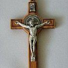 Krzyż św. Benedykta drzewo oliwne