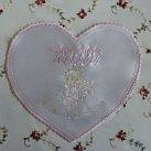 Szatka na chrzest święty wyszywana serce, kolor różowy